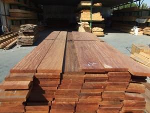 מחסן  עץ קומרו