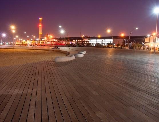 דקים מעץ בנמל תל אביב